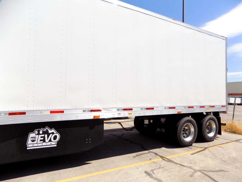 US Trailer Rental Sales Lease and Storage Buys Rents and Repairs All Commercial Trailers Reefers Flatbeds and Dry Vans image_20171206_043851_98
