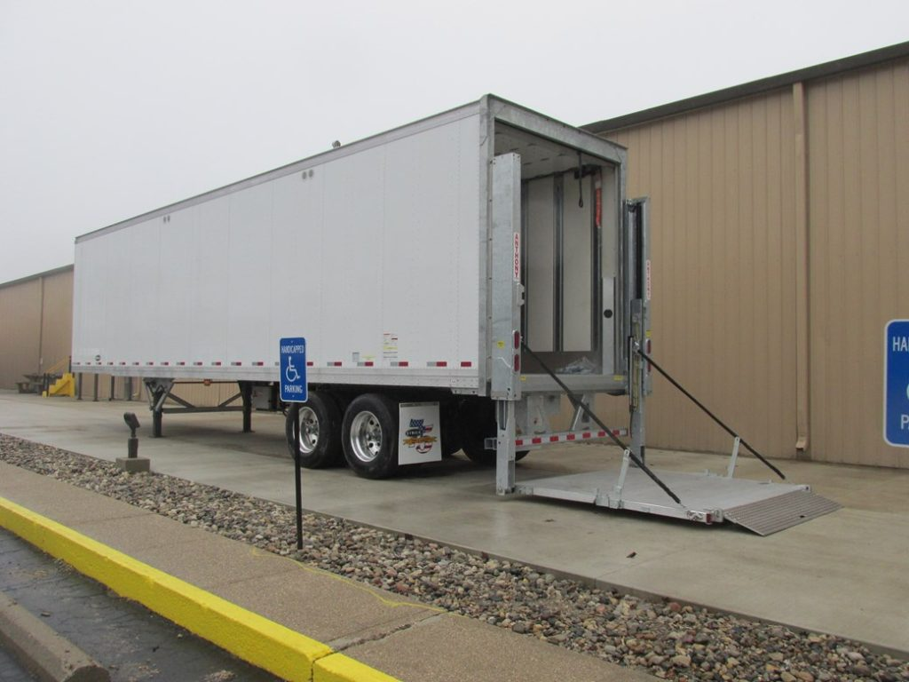 US Trailer Rental Sales Lease and Storage Buys Rents and Repairs All Commercial Trailers Reefers Flatbeds and Dry Vans image_20171206_043855